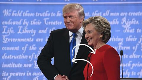 Los candidatos llevaron los colores del partido contrario en sus trajes...