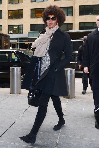 ¿Qué tal la elegancia que logró Naomi Campbell con su 'foulard' en color...