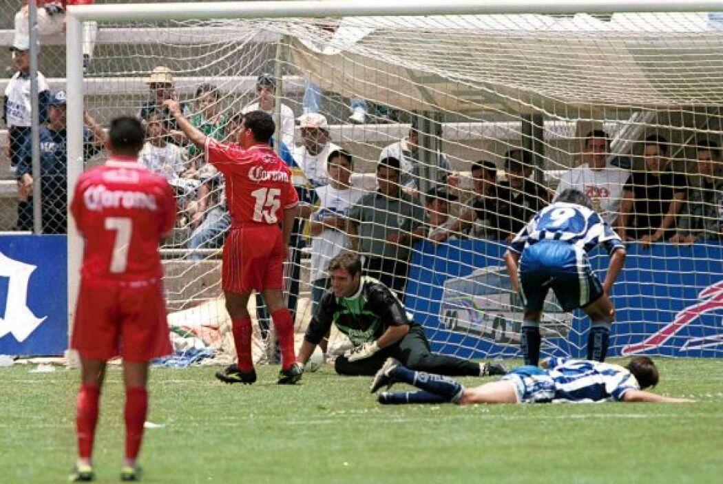 En una feria de goles el Toluca debutó como campeón en el 2000 al vencer...