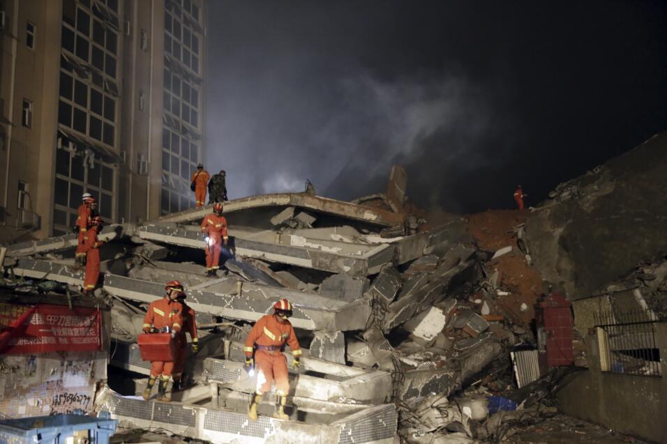 Hombre sobrevivió 60 horas tras deslave en China desastre3.jpg