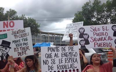Manifestantes del campamento contra la junta de control fiscal en Hato R...
