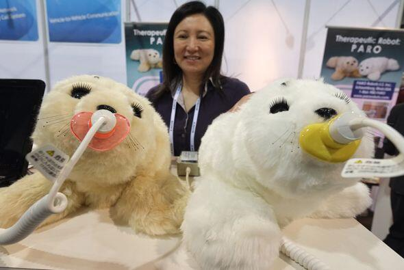 Los robots Paro fueron diseñados para interactuar con pacientes de hospi...