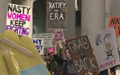Las mujeres de Los Ángeles paralizan el centro de la ciudad pidiendo igu...