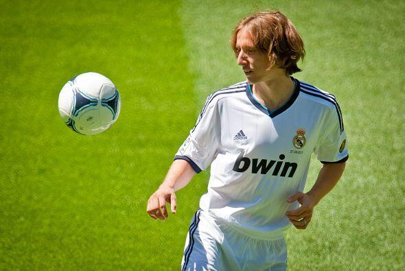 Modric piso el campo del Santiago Bernabéu como se acostumbra en estos c...