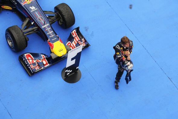 Vettel ahora tiene 50 puntos en la clasificación de pilotos, casi el dob...