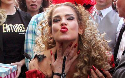 Niurka Marcos paseó semidesnuda por las calles de México porque es la nu...