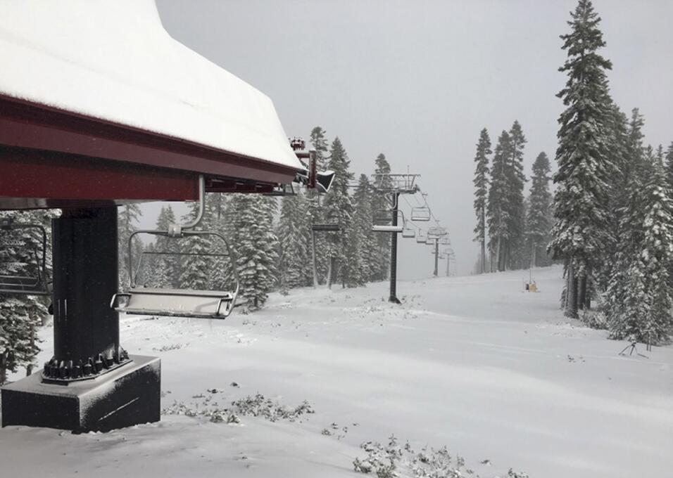 Última tormenta de nieve en Sierra Nevada, California. 10/17/16