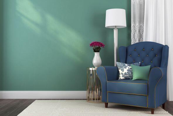 Ante la duda, si la pared es de un color intenso, mantén tu 'furniture'...