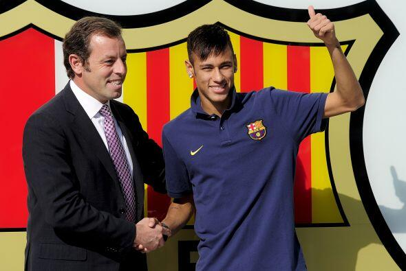 El presidente del Barcelona, Sandro Rosell, apareció al lado del...
