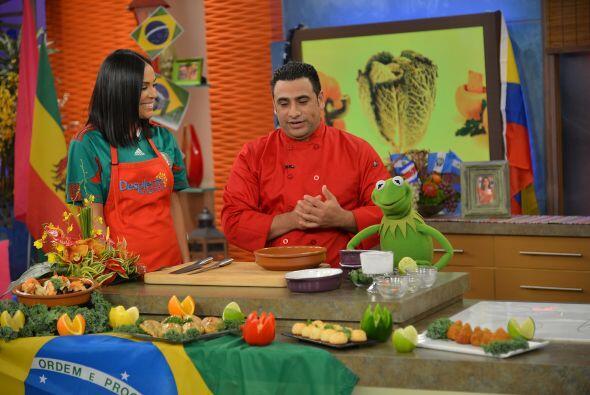 El ambiente del fútbol llegó hasta la cocina donde Kermit nos ayudó a pr...