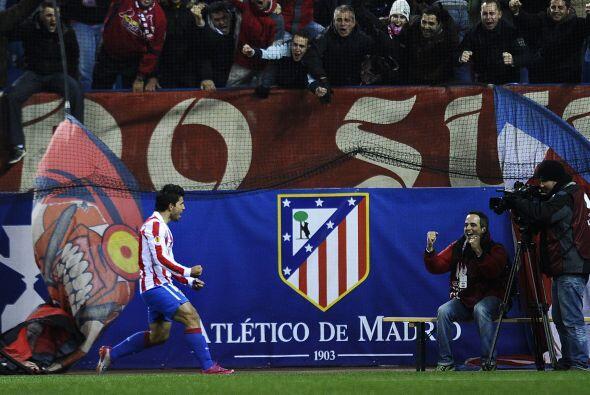 M´s tarde fue Sergio Agüero quien anotó en favor de los locales, para re...