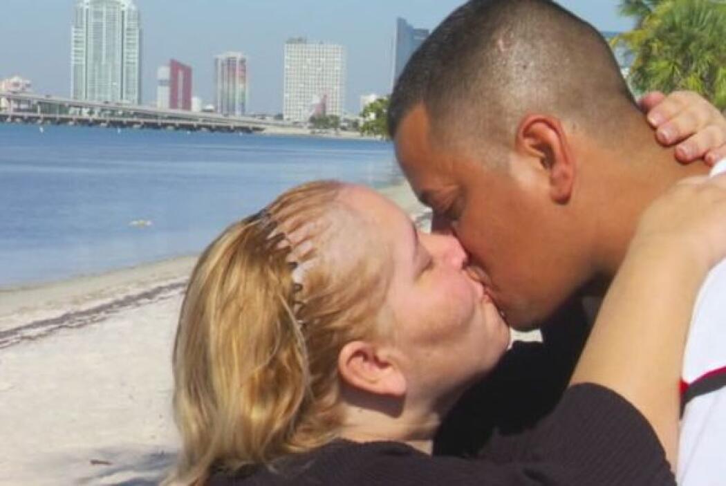 La historia de amor de Denisse y Neo empezó (a escondidas) cuando eran e...