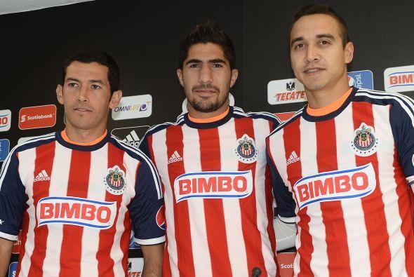 Chivas presentó el martes a sus tres refuerzos oficiales que son Israel...