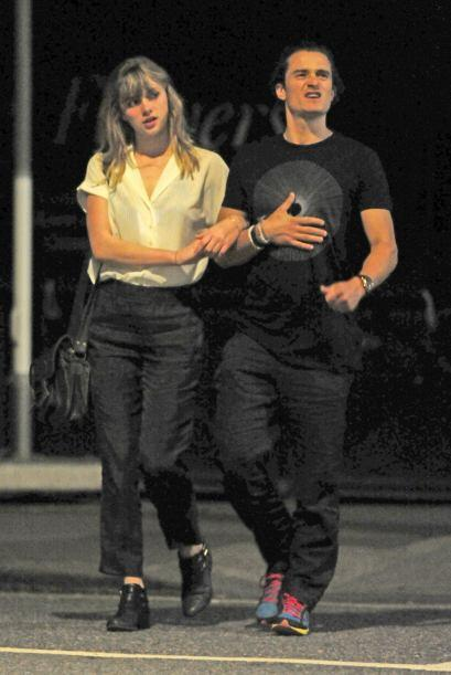 El actor fue visto muy cariñoso en Londres con una nueva chica. Mira aqu...
