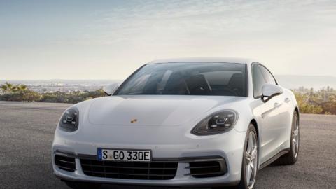 El nuevo Porsche Panamera 4 E-Hybrid 2018  debutará en el Auto Sh...