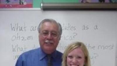 El legislador por Arizona, junto a una ciudadana del estado (foto del si...