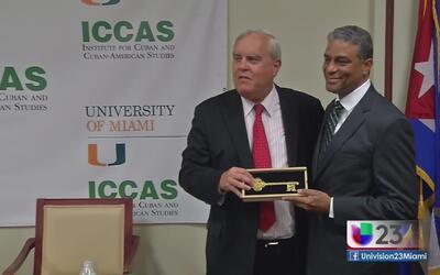 Entregan llaves de la ciudad de Coral Gables a opositor cubano
