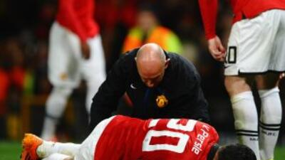 Van Persie se lesionó ante Olimpiacos y estará fuera de acción unas 4 se...