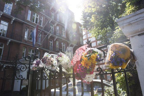 Homenajes florales para las víctimas del vuelo también fue...