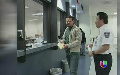 El temor se ha apoderado de muchos inmigrantes que visitan oficinas de i...