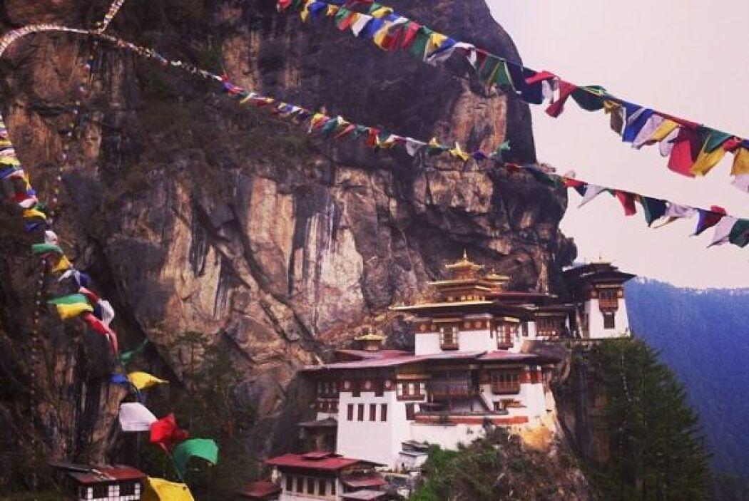 Nido del Tigre, Valle de Paro, Bután    Este templo del siglo 17 está ub...