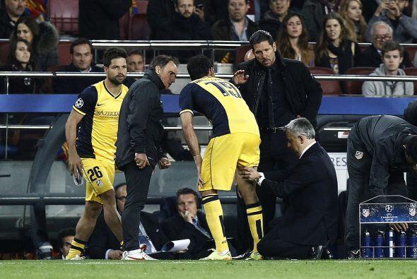 Diego Costa no pudo seguir a causa de ua lesión muscular.