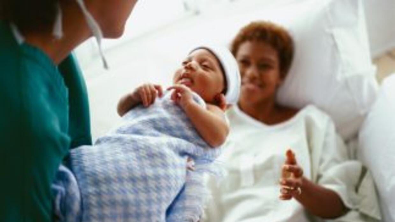 """La anestesia epidural """"prolonga el trabajo de parto, pero reduce la inte..."""