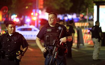 Francotirador mató a cinco policías en Dallas tras protesta contra bruta...