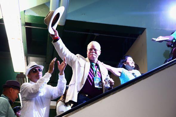 Steve Coburn, co propietario de California Chrome aplaudido como un ídolo.