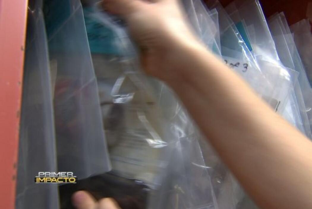 Estas bolsas guardan objetos que fueron encontrados en los restos de inm...