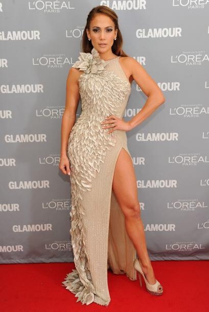 Las piernotas de Jennifer Lopez tienen tanta carne que saciarnos con ell...