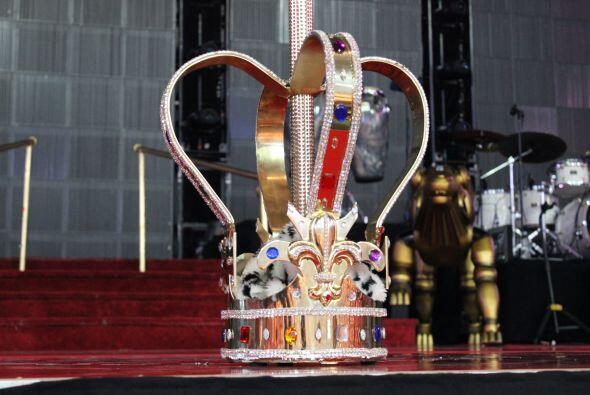 El Rey de la Bachata tuvo casa llena en el Toyota Center este miércoles,...