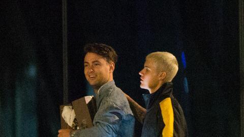 Justin Bieber fue visto de fiesta en un barco con alrededor de diez muje...