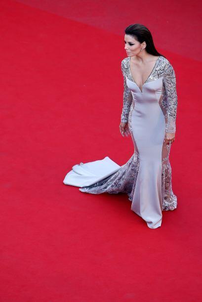 Como un angelito caído del cielo llegó Eva Longoria a la alfombra de Can...