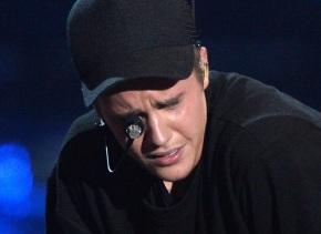 Bieber, emocionado en el escenario.