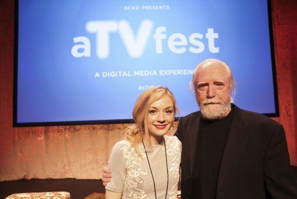 Emily junto a Scott Wilson (quien interpretó a su papá, Hershel, en el s...