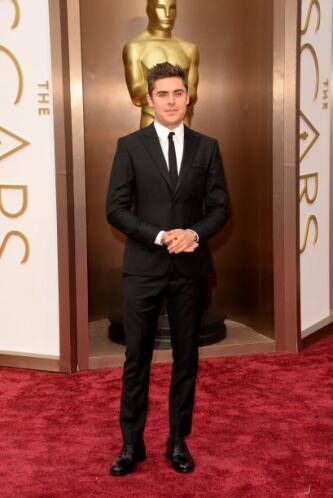 Guapísimo Zac Efron, se lució con ese traje de Calvin Klein Collection.