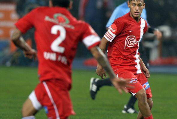 Neymar, Florent Malouda y Dani Alves hicieron los goles de los amigos de...
