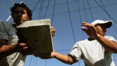 Se firmo un acuerdo de proteccion a trabajadores inmigrantes que esta en...