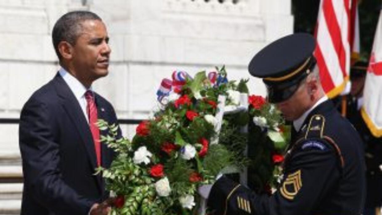 El presidente Barack Obama recordó a los soldados caídos en una ceremoni...