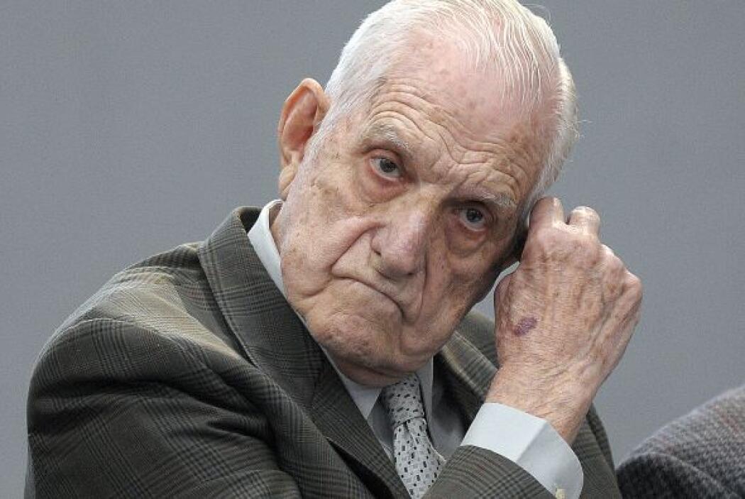Agosto 23- Se inicia en Buenos Aires el juicio contra el último dictador...