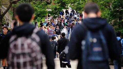 Propuesta de ley en California busca ayudar a estudiantes con deudas est...