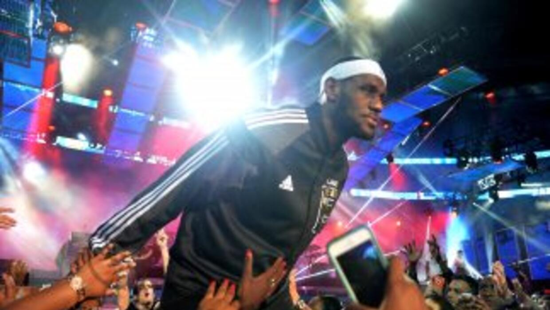 LeBron James nos dejó boquiabiertos al anotar 61 puntos, su mejor marca...