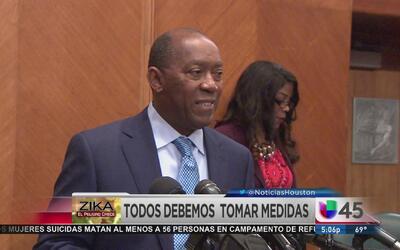 Turner insta al público a seguir recomendaciones sobre Zika