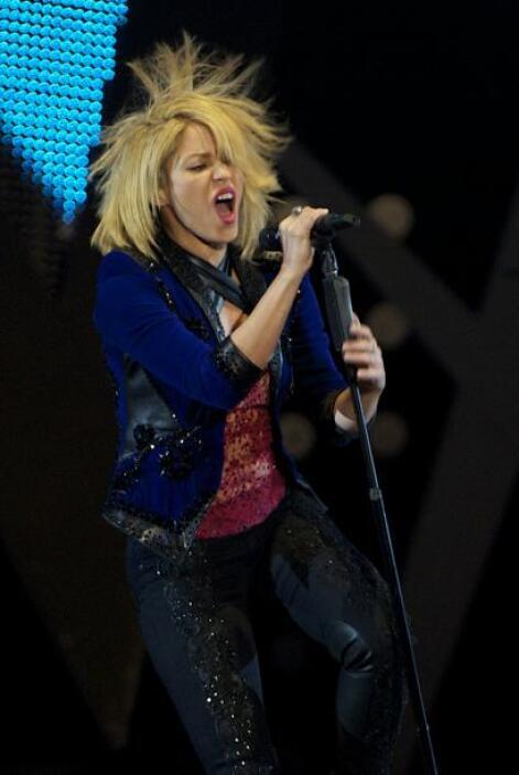 Pero aún con el cabello cortito, Shakira sí que sabe alborotarlo.