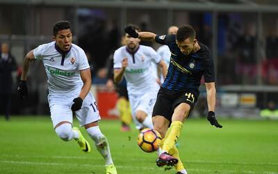 Carlos Salcedo fue titular con la Fiorentina