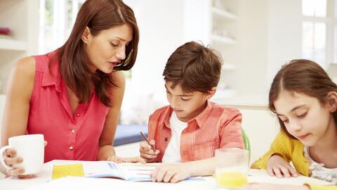 ¡No pelees con tus hijos a la hora de hacer las tareas escolares!