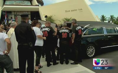 Cortejo fúnebre de José Fernández llega a la Ermita de la Caridad