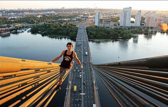 Asimismo se toma fotografías desde puentes o cualquier otra const...