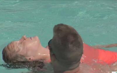 Autoridades alertan sobre ahogamientos de niños en piscinas durante el v...